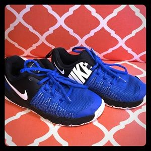 Boys Nike Size 5Y Sneakers
